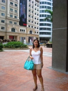 outside the eastwood mall, which reminded me of HK's time square only more peaceful